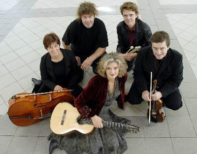 Elizabeth Hersing ensemble - rytmisk-klassisk musik - book her